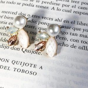 GOLD CRYSTAL WHITE PEARL STATEMENT STUDS EARRINGS